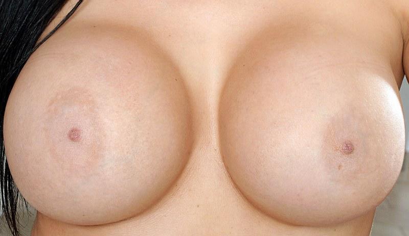 troia con le tette nude